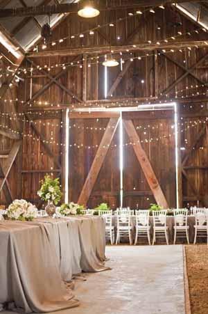 iluminación boda en un establo