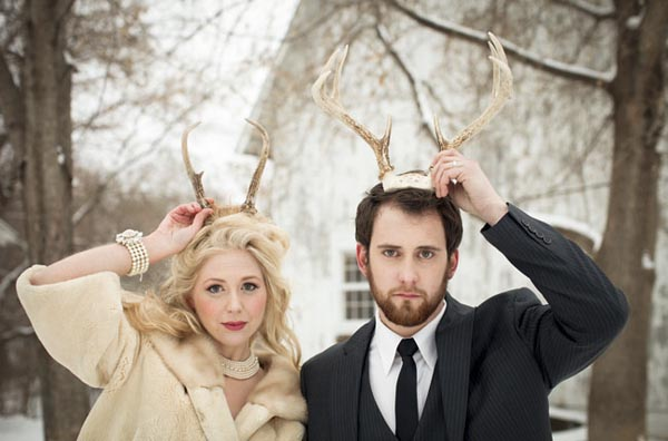 novios con cuernos de reno