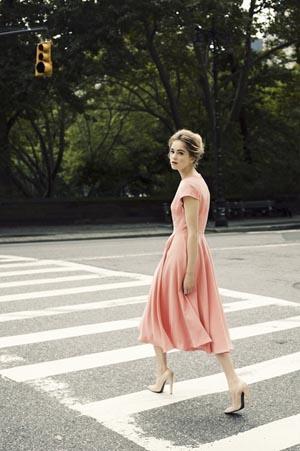vestido coral vaporoso
