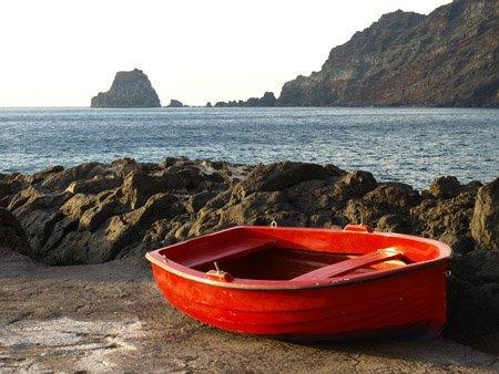 barco en la isla del hiero