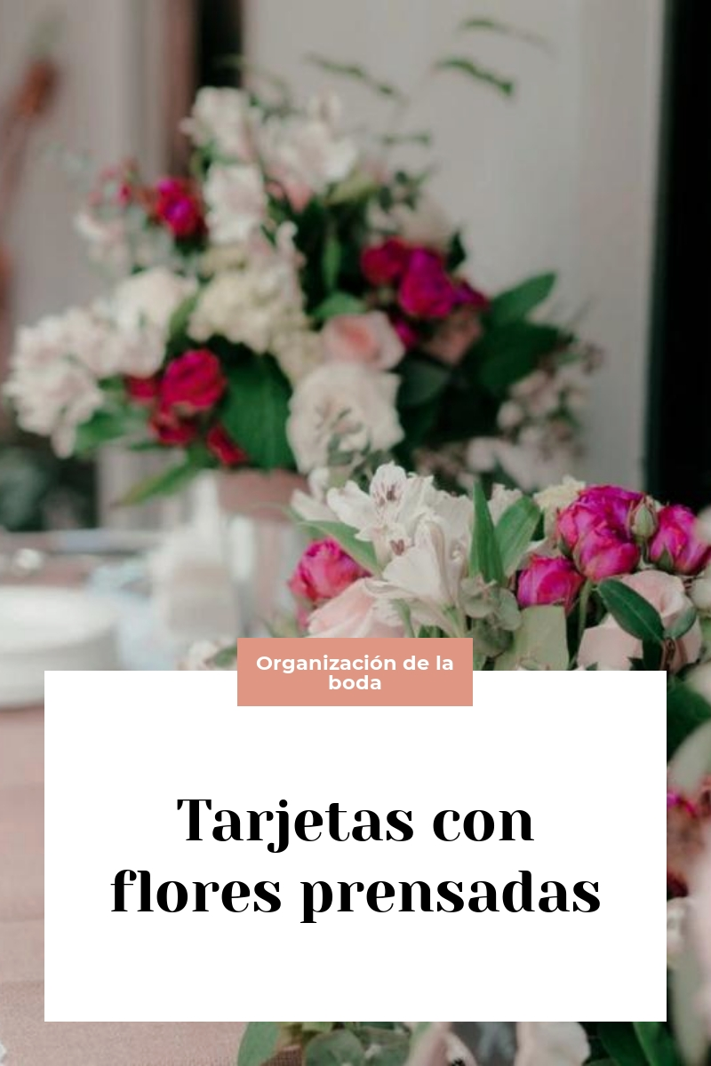 Tarjetas con flores prensadas
